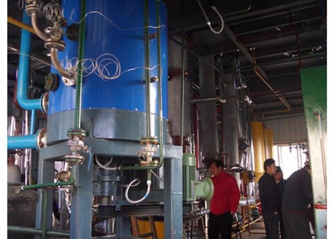 旋流剪切式超重力精馏塔
